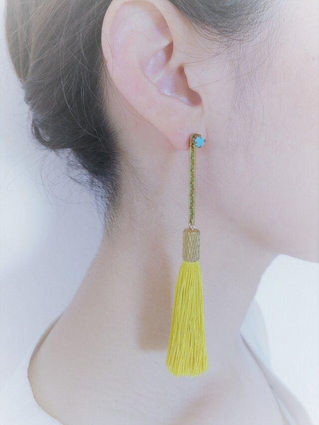 シルクタッセルロングピアス マスタード tassel pierced earrings <PETS-2YL>の画像1枚目