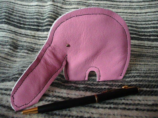 夏だから、、鼻が自由に曲がるピンクのゾウの画像1枚目