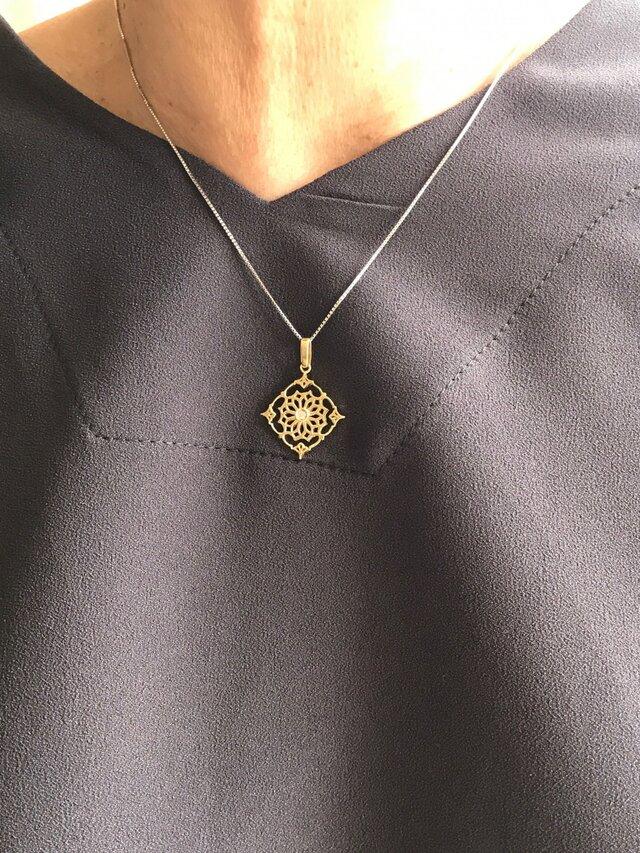 【受注製作】18KYG ダイアモンド入り 透かしペンダントトップ四角の画像1枚目