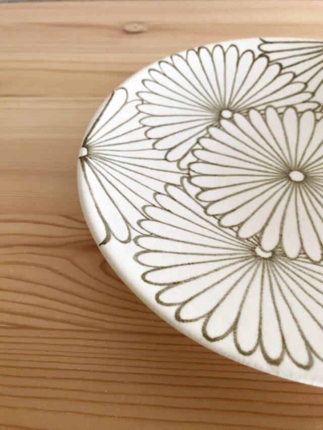 菊花文の六寸皿の画像1枚目