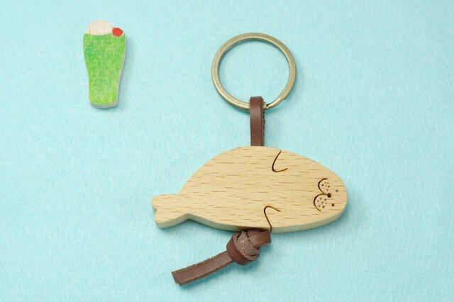 ころりんアザラシ 木のキーリングの画像1枚目