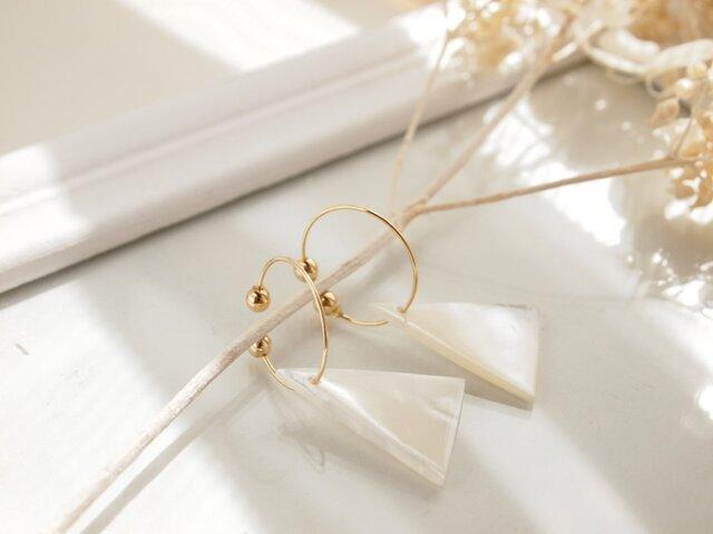 Hoop earrings Mother of pearlの画像1枚目