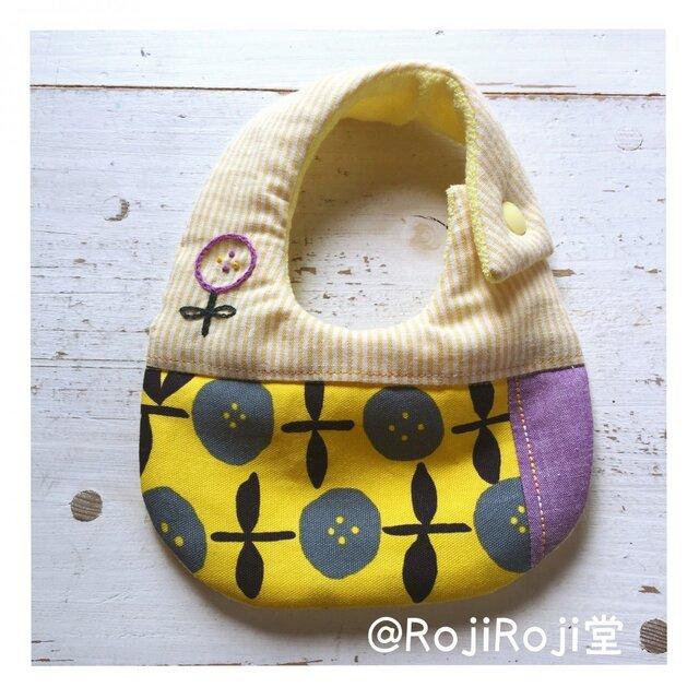 Rojiベビービブ/黄&紫 花柄刺繍の画像1枚目