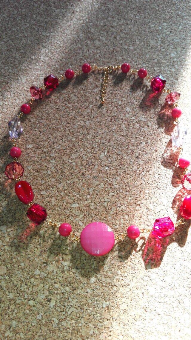 桃色のネックレスの画像1枚目