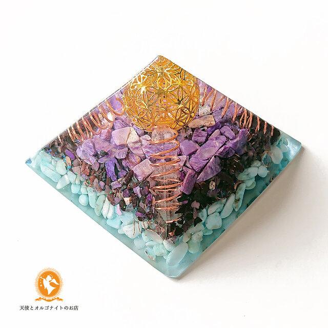 [受注制作]世界3大ヒーリングストーンのピラミッド 黄金比 オルゴナイトの画像1枚目