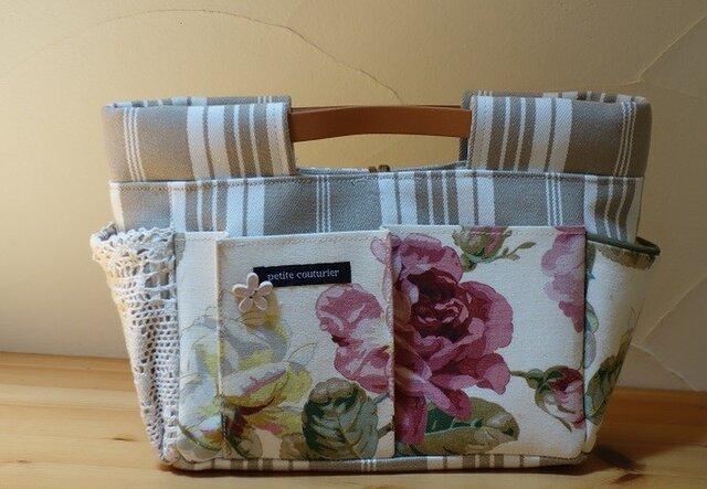 y様ご依頼品:インしたくないバッグインバッグ(イギリス花柄×ティッキングストライプA)の画像1枚目
