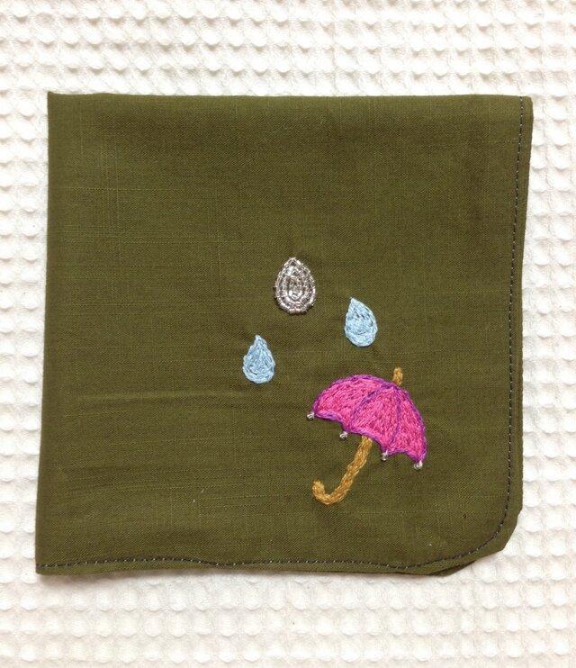 コットンの刺繍ハンカチ☆雨粒と傘の画像1枚目