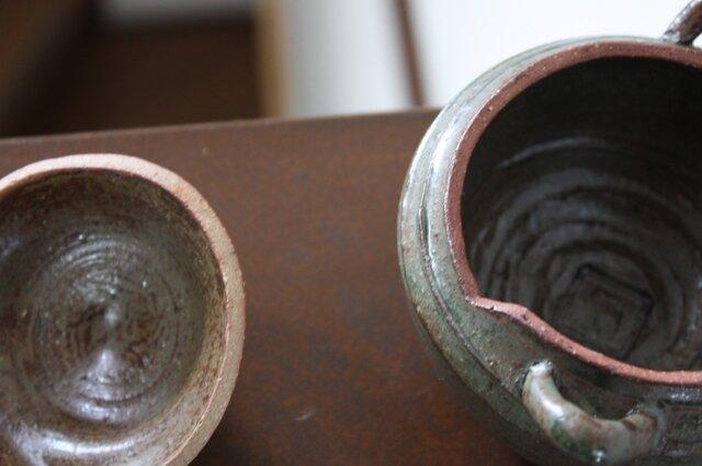 織部釉薄がけの耳付き蓋物の画像1枚目