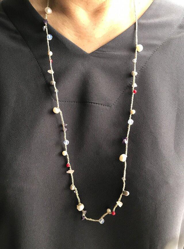 フランス製ラメ糸天然石&パール編み込みネックレスの画像1枚目
