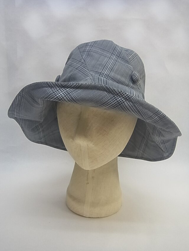たためる夏の大きな帽子=3=の画像1枚目