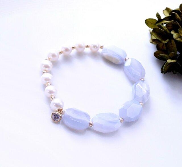 真珠とブルーレースのブレスレット ~Fabriziaの画像1枚目