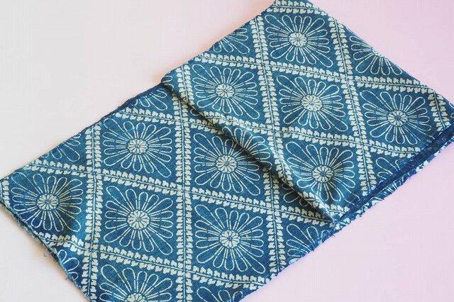 05古布・古裂 使いこなれた布の味わい☆布団布 型染菱紋菊紋様 一幅の画像1枚目