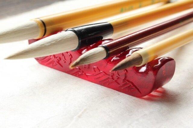 【再販】ガラス製 書道具 筆置き 筆架「波千鳥・茜」其の弐 の画像1枚目