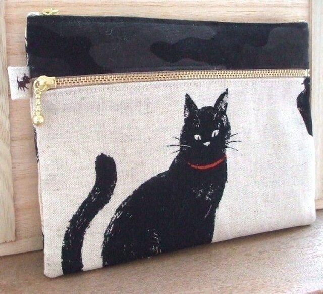 黒猫×カモフラのリネンWファスナーポーチ(生成)の画像1枚目