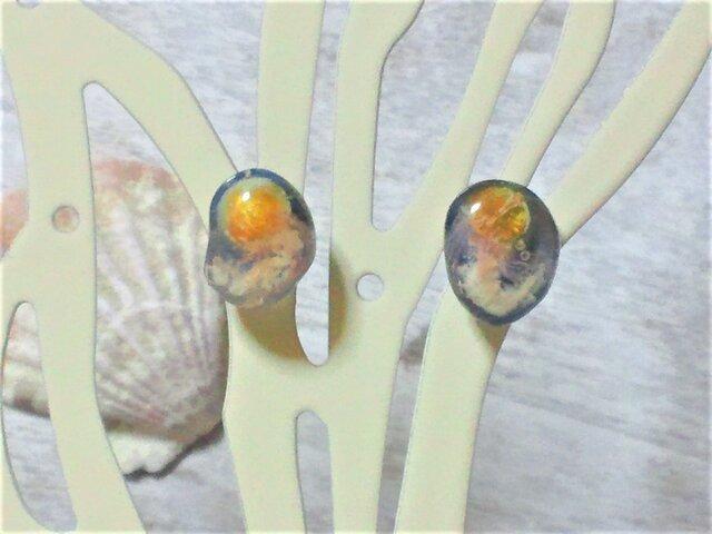 【sale】蓄光☆オレンジクラゲのピアスの画像1枚目