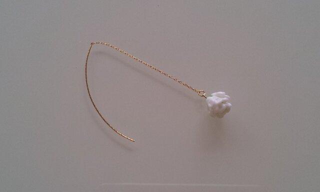 シロツメ草のピアス(片耳)の画像1枚目