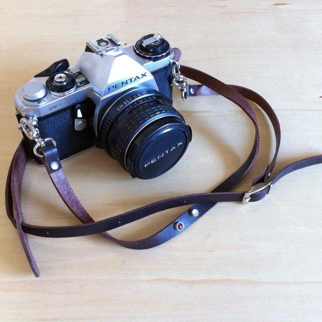 ストーン飾りのある本革カメラストラップの画像1枚目