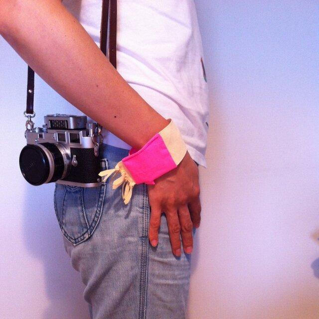 カメラのお手入れに便利なセームクロス(リストバンドバージョン)の画像1枚目