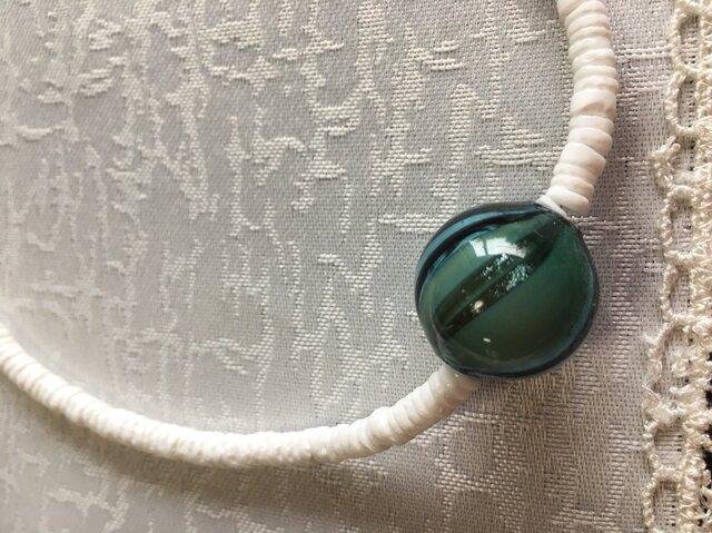 ベネチアンの吹きガラスとシェルのネックレスの画像1枚目