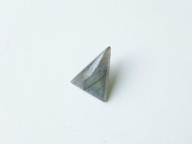 「一粒 triangle ラブラドライト」stピアスの画像1枚目