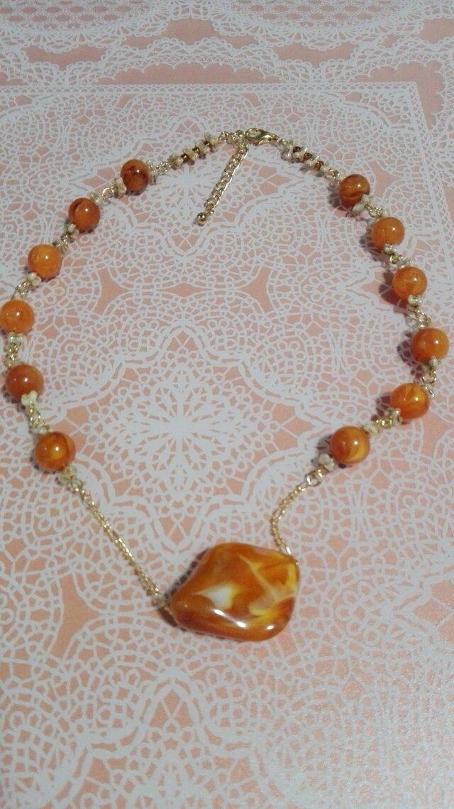 オレンジマーブルのネックレスの画像1枚目
