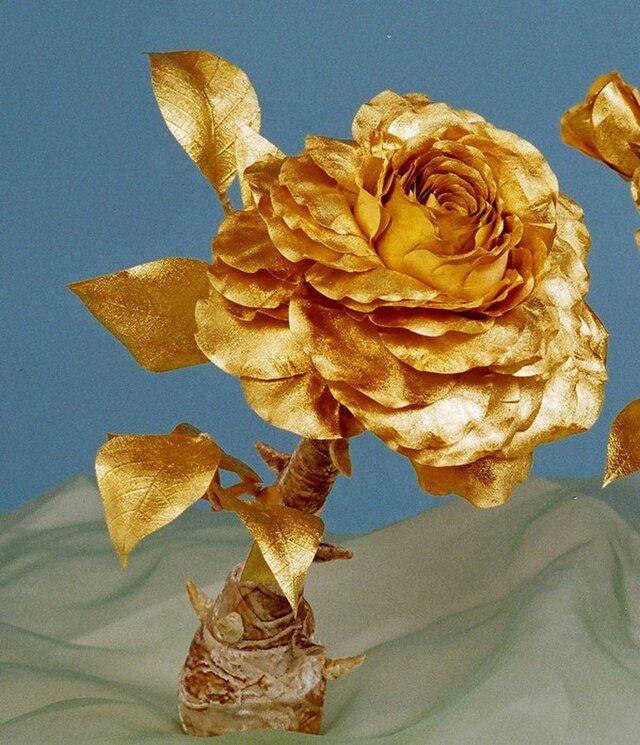 大輪の金箔の薔薇のオブジェの画像1枚目