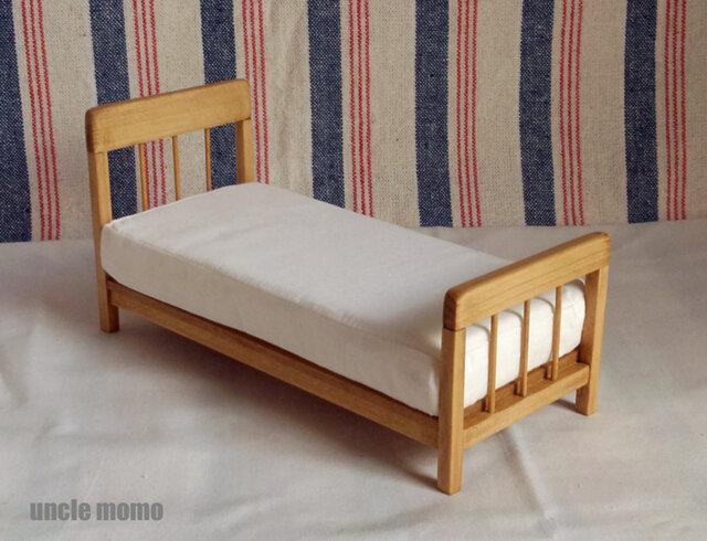 ドール用ベッド シングル(色:オーク) 1/12ミニチュア家具の画像1枚目