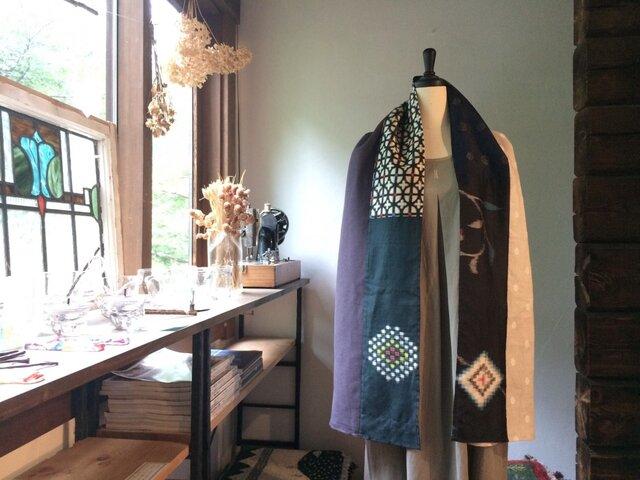 銘仙と播州織のストール「モザイク」013(紫×刺繍)麻 リネン コットンの画像1枚目