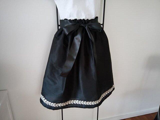 ★受注制作★銀モール刺繍細工★シャンタンのスカート★ブラック★の画像1枚目