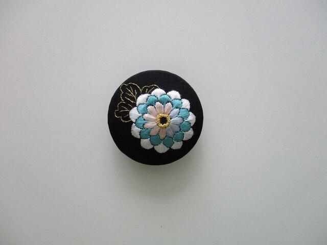 菊の花 帯留め (黒)の画像1枚目