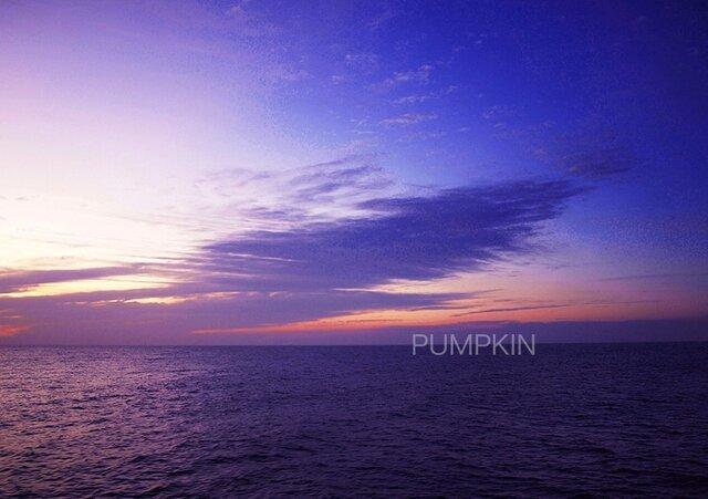 夜明け前   PH-A4-046   南風 朝陽 朝の海 碧い海 潮風の画像1枚目