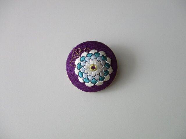 菊の花 ブローチ (紫・モダン)の画像1枚目