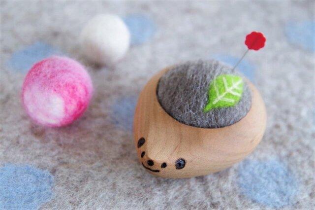 ハリネズミの羊毛ピンクッション【針山】Green Leafの画像1枚目