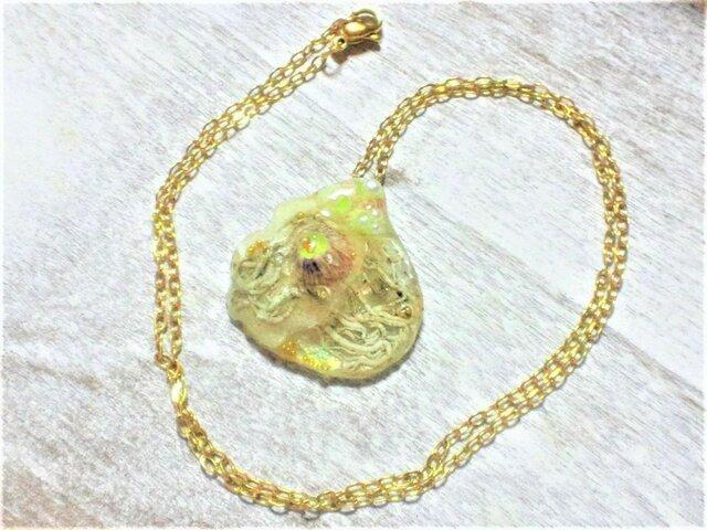 【激レア】蓄光☆虹彩ナミマガシワ標本ネックレス(サージカルゴールド)の画像1枚目