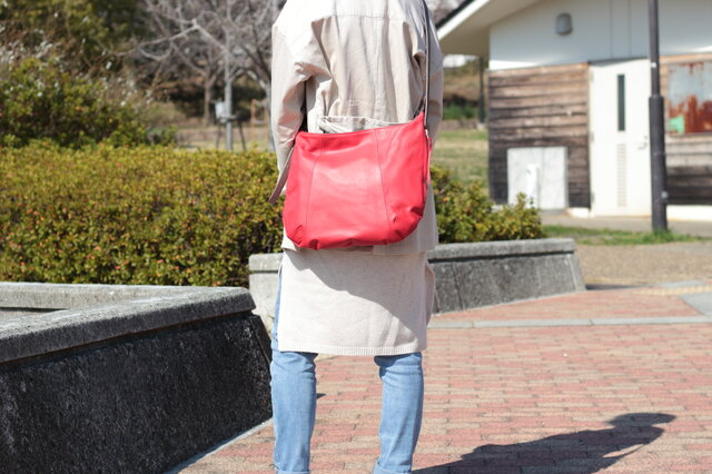 柔らかな本革ショルダーバッグ 軽量 ポニースムース レッド 馬革 赤【送料無料】ak-20psの画像1枚目