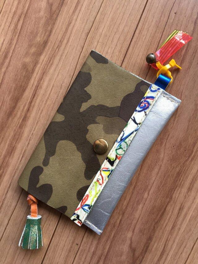 迷彩柄革のカードケースの画像1枚目