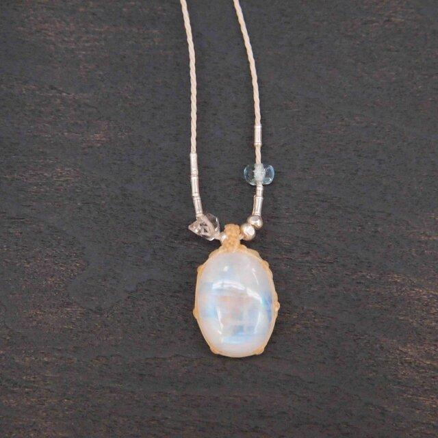 516-ひと粒のハーキマーダイヤモンドとレインボームーンストーンのネックレスの画像1枚目
