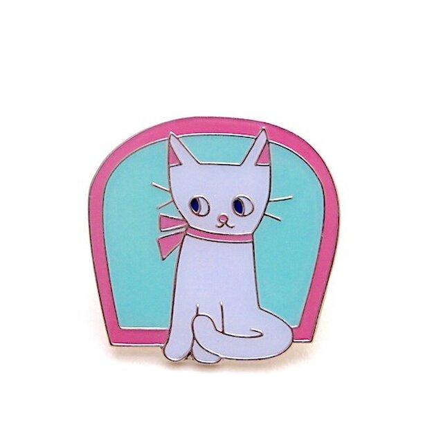 ピンバッジ「窓辺の猫」の画像1枚目