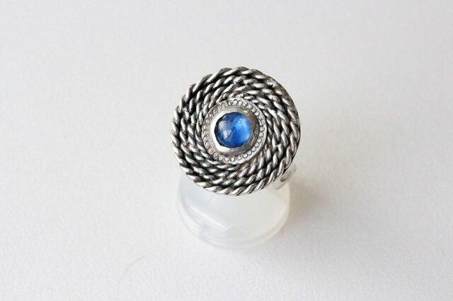 カイヤナイトの渦巻きリングの画像1枚目