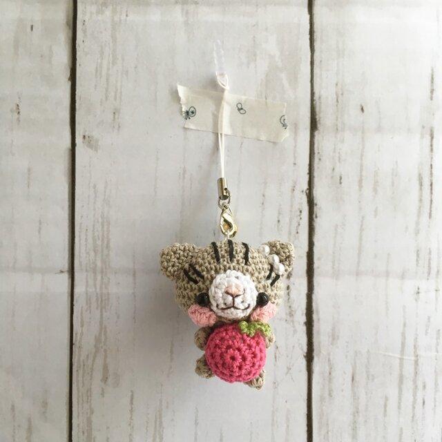 【受注生産】パール・パッションピンクりんご・アメリカンショートヘアーネコ*鈴付きイヤホンジャックストラップの画像1枚目
