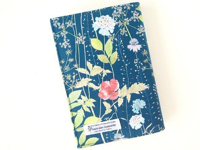 リバティ 文庫 ブックカバー イルマ ネイビー(赤い花)の画像1枚目