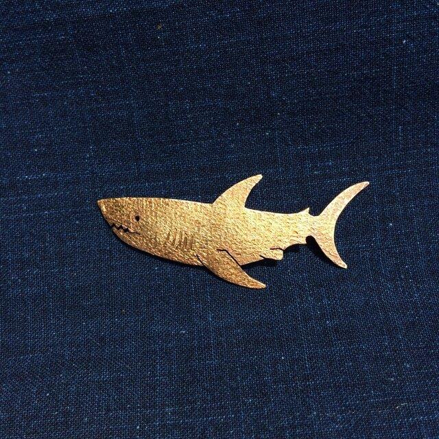 受注制作 サメ  真鍮ブローチの画像1枚目