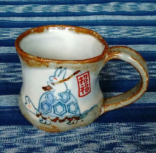 ご長寿亀と招福うさぎのマグカップの画像1枚目