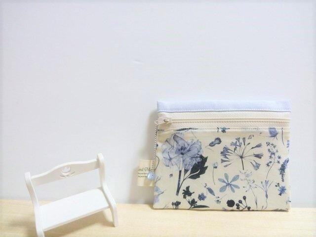 繊細なブルーの草花*リバティ<Floral Eve>(フローラル・イヴ)ティッシュケース付きポーチ②の画像1枚目