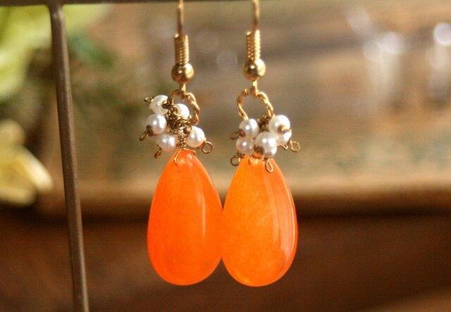母の日にも*【天然石】オレンジジェード パールピアスの画像1枚目