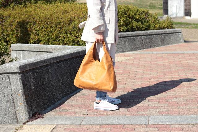 柔らかな本革 トートバッグ 軽量 ポニースムース キャメル 馬革【送料無料】as-09psの画像1枚目