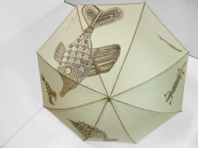 アニマルな日傘(魚・エビ・ヤモリ・薄ベージュ色)の画像1枚目