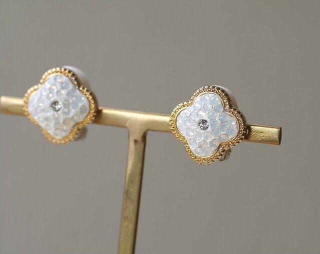 グルーデコ お花のイヤリング スワロフスキー ホワイトオパールの画像1枚目