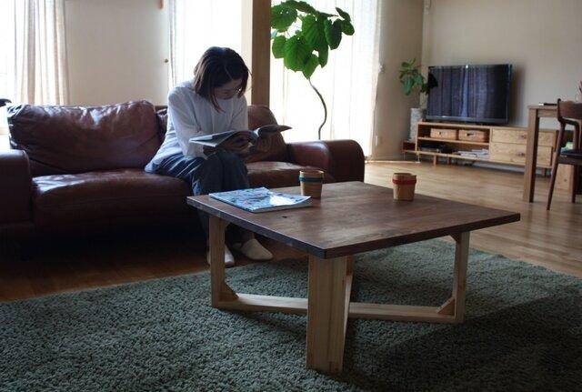 ウォルナット無垢材の天板 ローテーブルの画像1枚目
