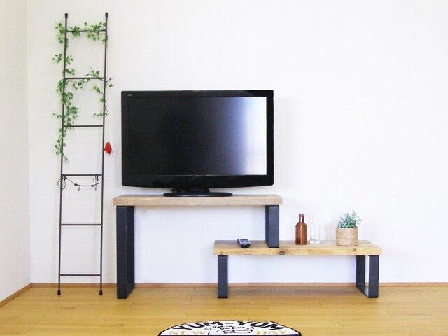 天然杉の古材板と鉄脚で作ったスライド式小ぶりなテレビボードの画像1枚目